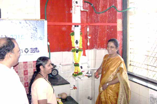 Meenakshi Raut, Edu. officer, PMC inaugurates 'Safe Water Point' installed in Yerwada School