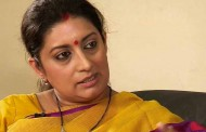 Weavers to be provided wide array of Government services through Weavers' Service Centres: Smriti Irani
