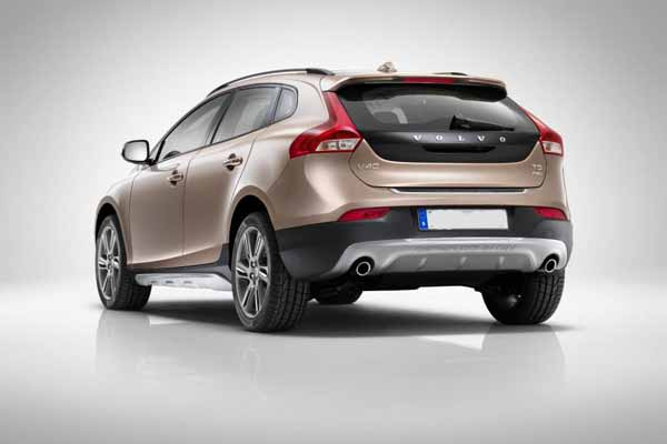 Volvo launches the V40 Cross Country petrol in India