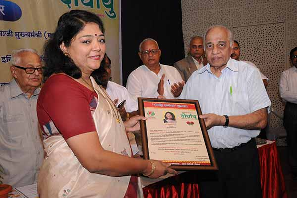 Director of SEED Infotech Ltd, Bharati Barhate awarded with  'Dirghayu Dnyanoday Puraskar'