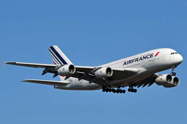 US Fighters escorted Air France jet after chemical weapons threat
