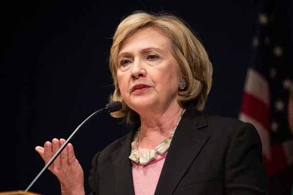 Hillary: Trump 'unqualified' to become US president