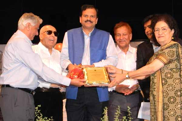 Dr. Deepak Shikarpur honored by Life Time Achievement Award  by The Poona Blind Men's Association