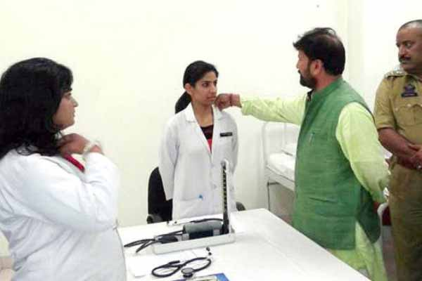 BJP minister touches woman doctor's collar
