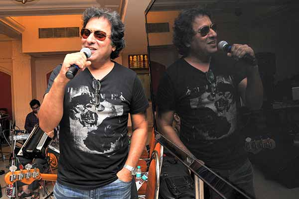 "Rehearsals of Bollywood Classics with Singer Talat Aziz- ""Yeh Shaam Mastani""!"