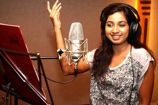 Shreya Ghoshal speaks to Bandook on her music video debut with her 1st independent single #DhadkaneAzadHain