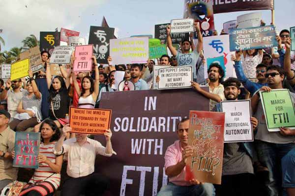 4th round of talks begins between I&B officials, FTII students