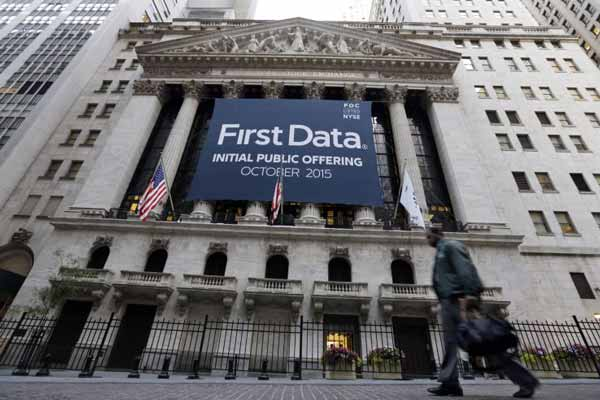 Payments giant First Data prices its IPO at $16 per share, raising $2.56 Billion