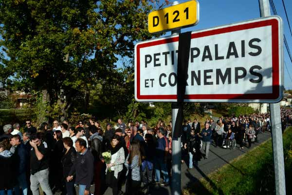 French horror crash; Thousands gather in tribute to victims