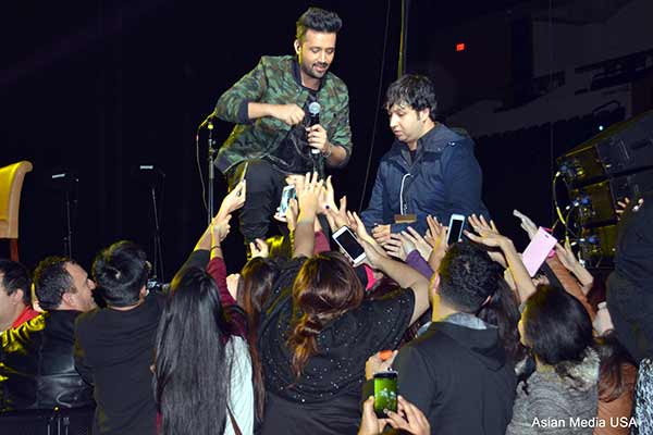 Atif Aslam dazzles his fans in the hottest music concert of the year held in Chicago