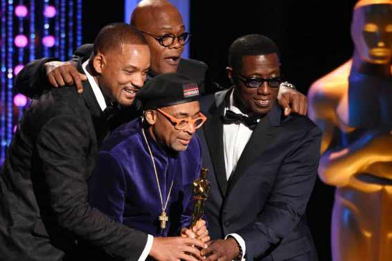 Oscar voters honor Lee, Rowlands, Reynolds at a glitzy event