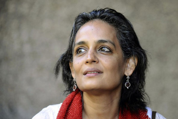 Arundhati Roy plans to return National Award