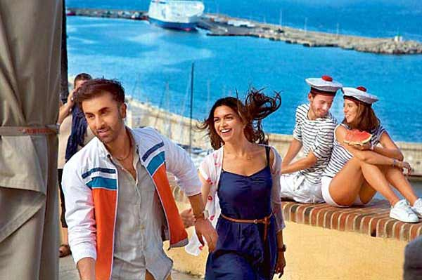 Deepika, Ranbir starrer 'Tamasha' earns Rs. 24.04 cr in two days