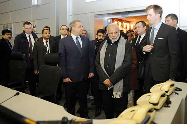 PM visits National Crisis Management Centre in Moscow