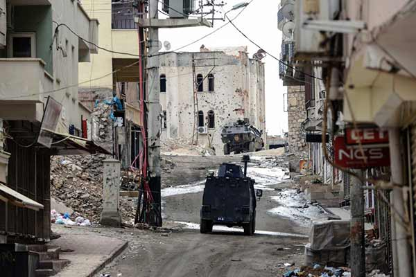 7 dead in Turkish military, Kurdish militants clash