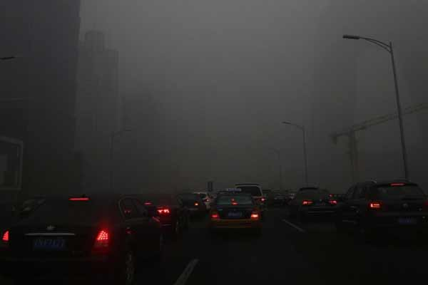 Hazardous smog covers Beijing despite Red Alert