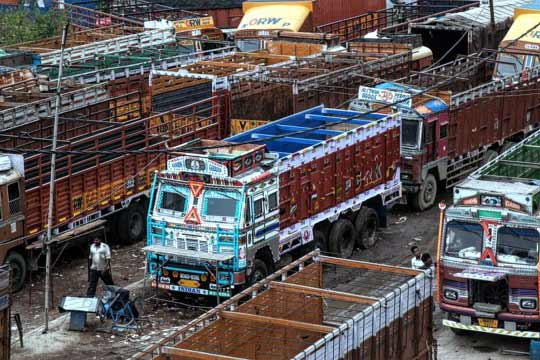 Starting next year; Trucks to be allowed entry into Delhi at 11 pm