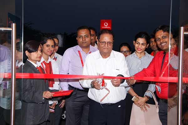 Vodafone moves closer to customers with its retail revolution expands footprint to 26 stores in Maharashtra & Goa