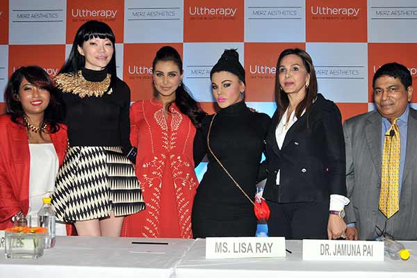 Actress Lisa Ray encourages