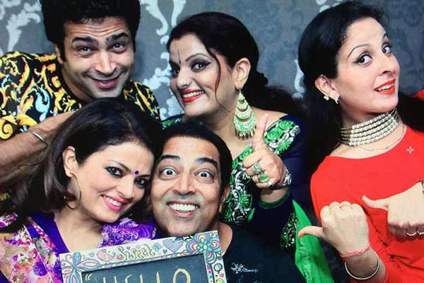 Vindu Dara Singh in Hilarious Comedy play 'Hello Darling!