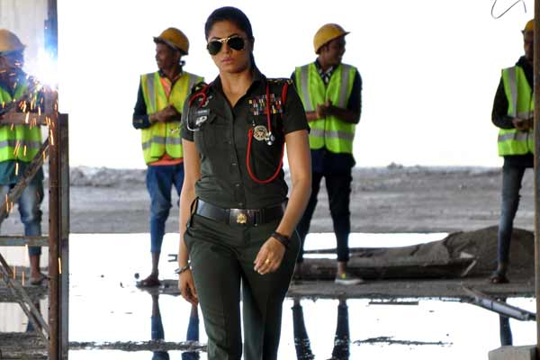 Kavita Kaushik's claustrophobic experience on a flight!