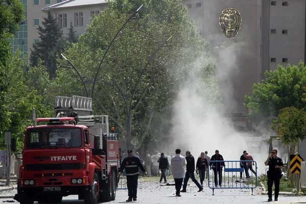 Turkey car bomb; Two police officers killed