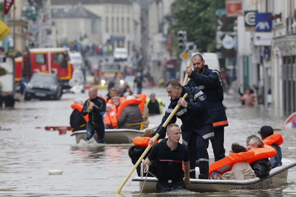 Flooding peaks in Paris; Death toll rises to 4