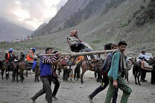 Amarnath Yatra suspended for 2nd day; no pilgrim allowed to move from Jammu to Kashmir Valley