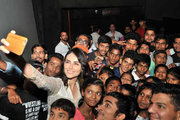 Bigg Boss Fame Mandana Karimi celebrates Eid with underprivileged kids in Mumbai at an exclusive screening of Sultan