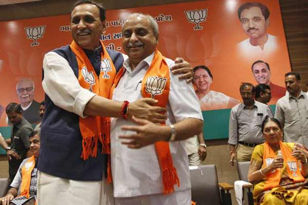 Vijay Rupani takes oath as 16th Chief Minister of Gujarat