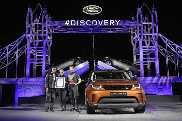 Follow the Land Rover Brick Road: New Discovery makes debut on giant LEGO tower bridge