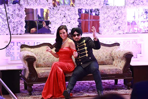 Exclusive Pictures of Dilbagh Singh & Elli avram in an Upcoming Track