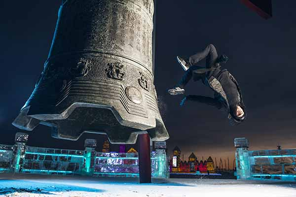 Jason Paul Freezerunning – World Premiere in the Ice Labyrinth