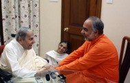Head of the Chinmaya Mission, Swami Swaroopananda visits Rev. Dada J.P. Vaswani in Pune