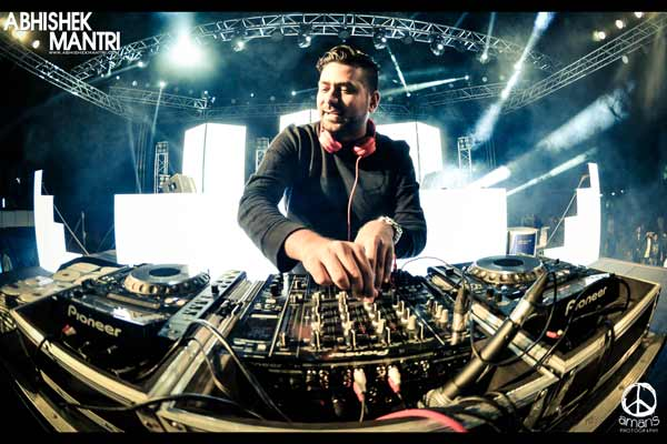 Groove with Abhishek Mantri at Sunday Poolside Brunch at The O Hotel