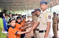 Suryadatta National School Students tied Rakhi made by own hand and gave green sarees to 100 Policeman & policewomen respectively