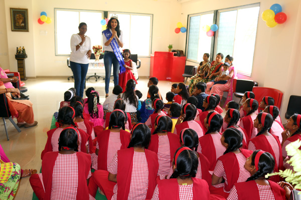 Sonashray Hosts Fun afternoon for 40 Orphan and Deaf And Mute Girls