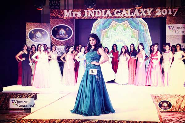 PUNEITE WINS THE MOST INTELLECTUAL WOMAN AWARD AT MRS. INDIA GALAXY, 2017