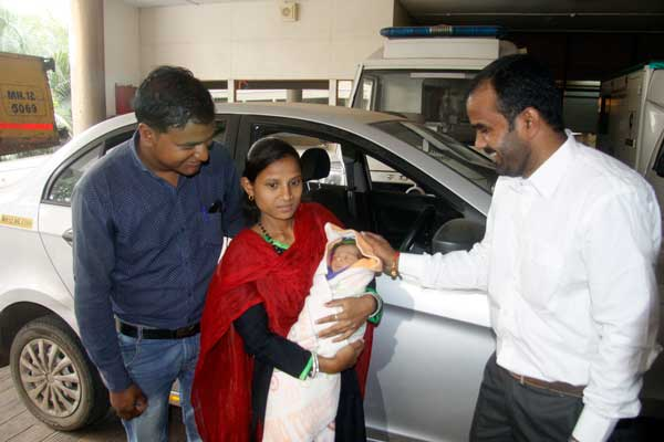 Baby delivered in a cab en route to the hospital; Ola driver partner saves the day!