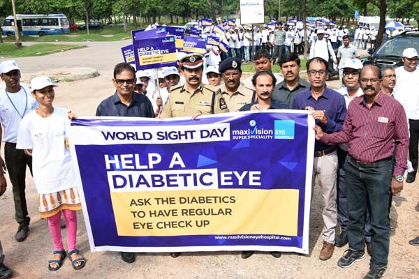 Addl Commissioner flagged of students rally on World Sight Day