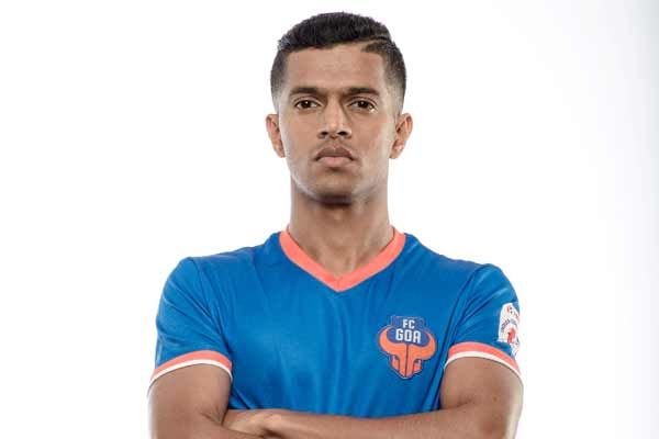 My father always wants me to score goals: Mandar