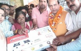 Jolly Distributes Free LPG Rasoi Gas Connections  To Poor & SC/ST Women in SangamVihar