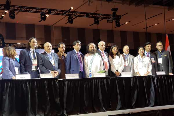 Sri Sri Ravi Shankar leads delegates to meditate at AAPI Convention in Columbus, OH