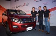 Jonty Rhodes rides with ISUZU in India