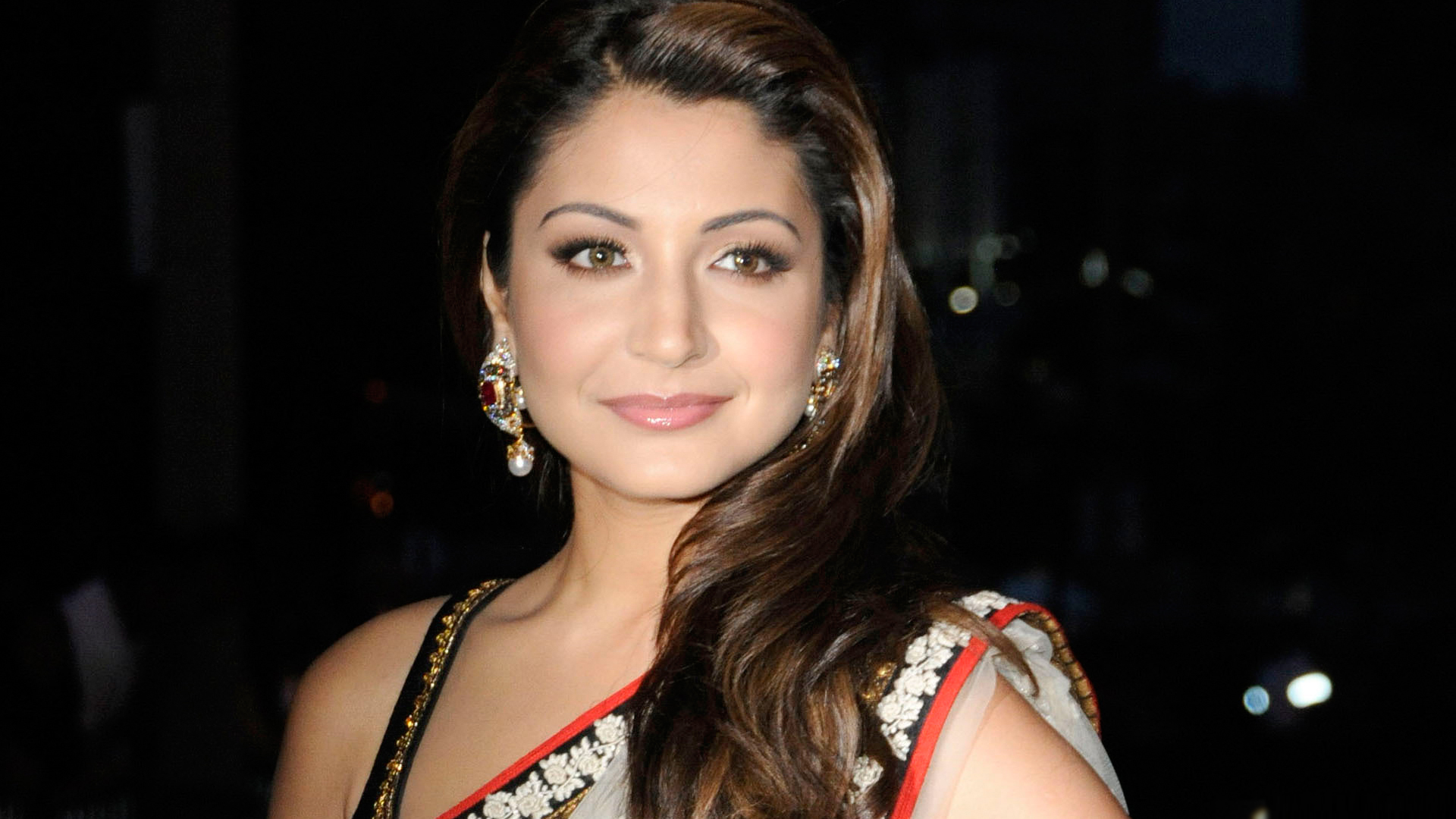 Anushka Sharma scores over six million fan following on Twitter