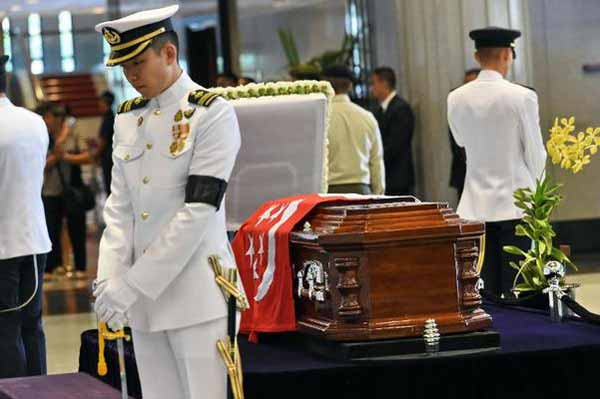 Global leaders join Singaporeans in tributes to Lee Kuan Yew
