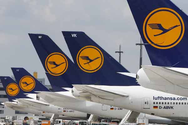 Lufthansa airline records near €1bn in profits for 2014