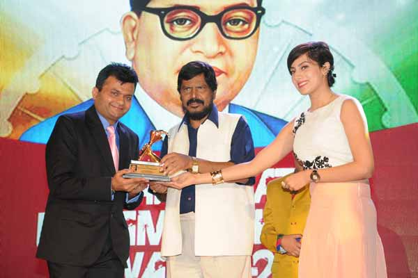 Aneel Murarka felicitated with Bharat Ratna Dr. Ambedkar Award for Social Activist and Businessman of the year