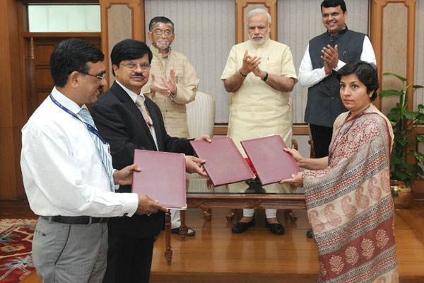 PM witnesses signing of Agreement for transfer of land for construction of memorial for Babasaheb Ambedkar