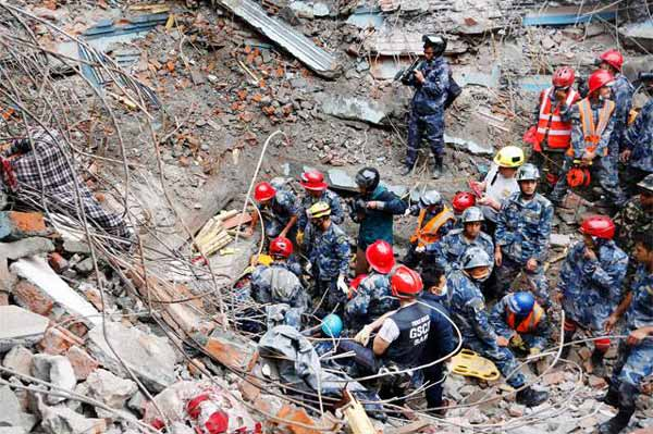 Nepal quake: Protests mount over slow relief as death toll nears 7,000